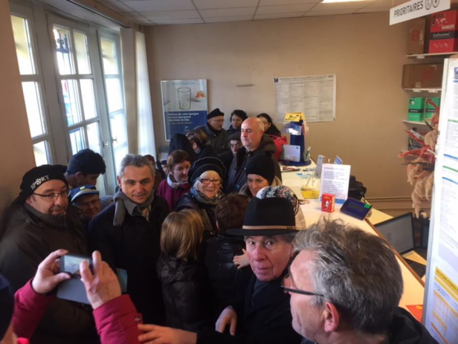 La population de Saint Benoît de Carmaux se mobilise pour le Bureau de Poste